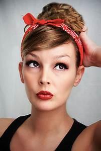Haarband Für Dutt : hat diese frisur einen namen haarband 50er jahre haare style schleifen ~ Frokenaadalensverden.com Haus und Dekorationen