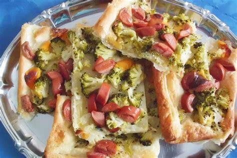 Tortë e kripur me brokoli dhe salsiçe. Një recetë befasuese.
