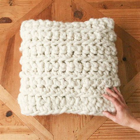 chunky knit pillow 1000 ideas about chunky crochet on knitting 2202