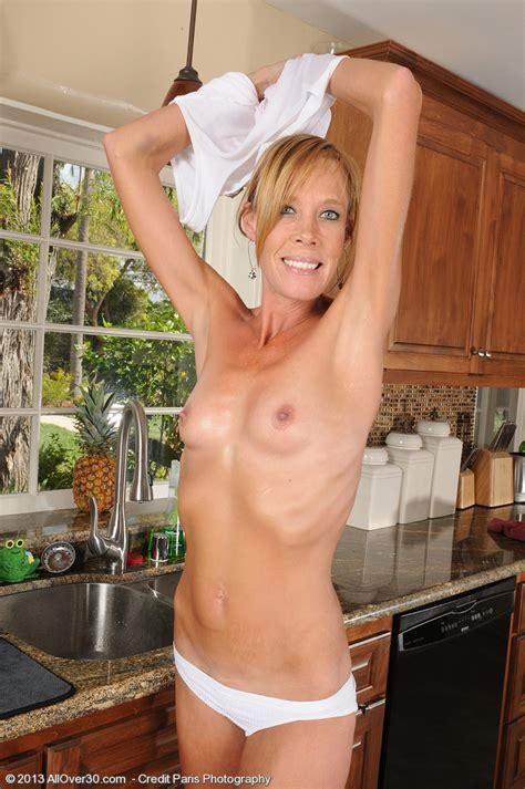 Skinny MILF Stacey Y Make Her Peach Wet MILF Fox