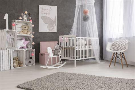 chambre nourrisson la chambre de bébé quelles couleurs et quels matériaux