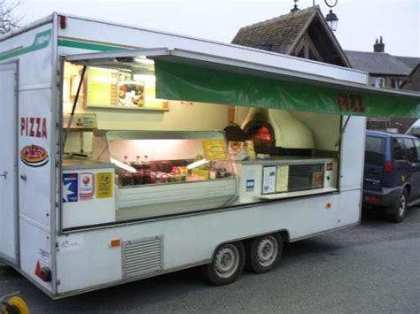 location camion cuisine grande remorque à pizza avec four à bois professionnels