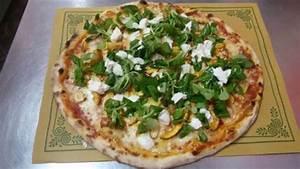 La Casa Della Pizza : pizza con ovoli bufala fresca e insalatina di songino foto di la casa della pizza ~ Watch28wear.com Haus und Dekorationen