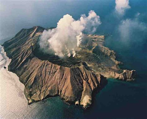sciency thoughts volcanic activity  white island