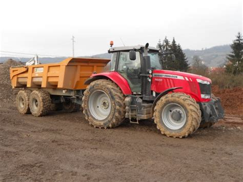 si e du cr it agricole 4704 tracteur massey ferguson 7620 avec benne tp maupu
