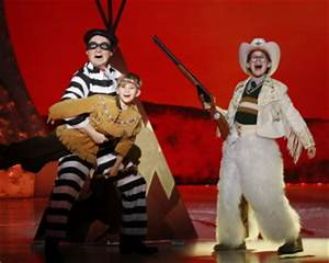 BWW REVIEW A CHRISTMAS STORY THE MUSICAL Is a Quirky