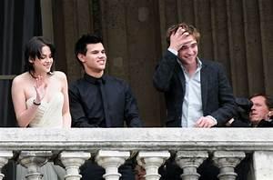"""Kristen Stewart Photos Photos - """"New Moon"""" Cast in Paris 2 ..."""