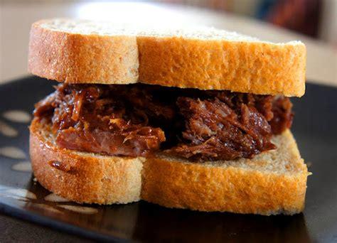 Scopri ricette, idee per la casa, consigli di stile e altre idee da provare. Recipe for Slow Cooker No Fail Barbecue Beef - 365 Days of Slow Cooking and Pressure Cooking