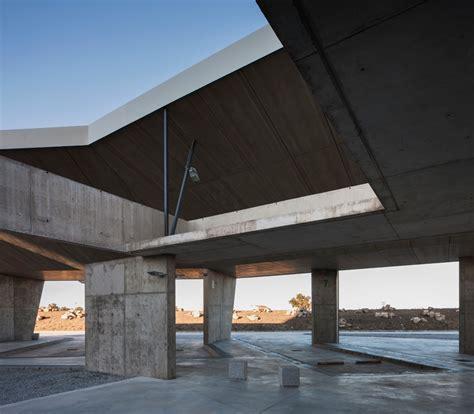 isabel amores modesto garcia construct concrete bus station