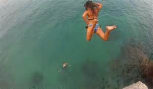 Girls Cliff Jumping Bermuda