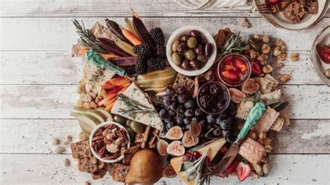 The menu is a little different. Non Traditional Christmas Dinners Ideas / 60 Best Christmas Dinner Ideas Easy Christmas Dinner ...