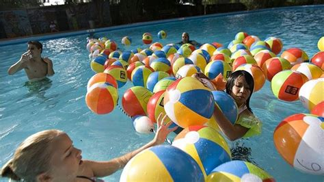 10 Swimming Pool Games Anyone Can Play
