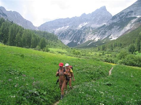 Naturistvandring – Wikipedia