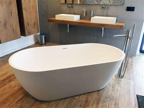 Freistehende Badewanne Die Moderne Badeinrichtungminimalistische Freistehende Badewanne by Montecristo Freistehende Mineralguss Badewanne Weiss