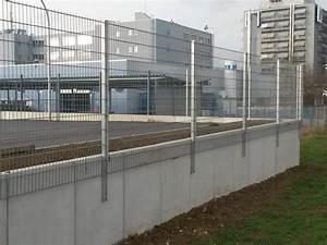 Sichtschutz Befestigung Auf Mauer : referenzen doppelstabmatten als industriezaun zaunbau ~ Watch28wear.com Haus und Dekorationen