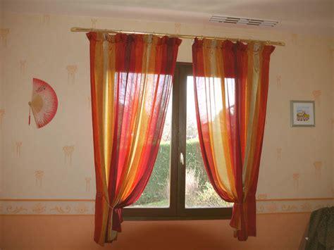 rideau de fenetre de chambre meilleur de rideau fenetre chambre ravizh com