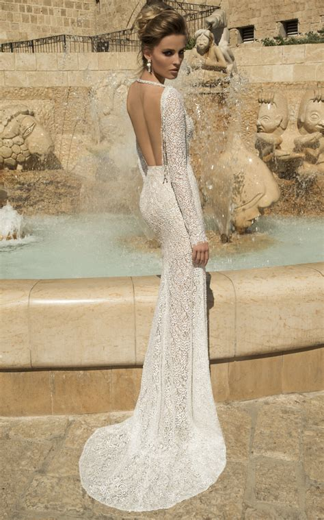 12 Beautiful Backless Wedding Dresses And Gowns