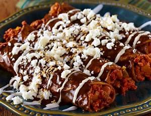 Enmoladas (Mole Enchiladas) | Cacique® Inc.