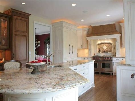 what color granite with white kitchen cabinets awesome white kitchen cabinets with granite countertops 9833