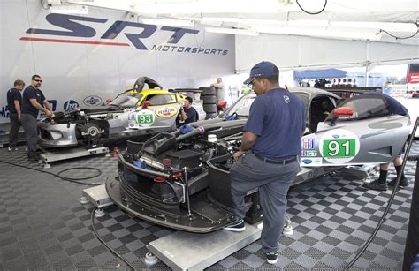 srt prepares viper gts r race cars for 24 hours of le mans