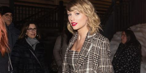 "Taylor Swift Shares Re-Recorded ""Love Story"" Off New ..."
