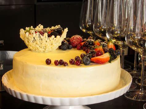 Janas kūkas: Tortes kopā likšana un dekorēšana