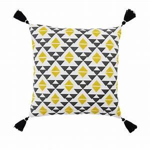 Coussin Ethnique Noir Et Blanc : coussin en coton noir et jaune 45x45cm jangal maisons du monde ~ Teatrodelosmanantiales.com Idées de Décoration