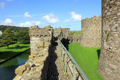 curtain wall castle the outer curtain wall of beaumaris 169 jeff buck