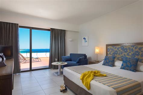 Double / Twin Rooms Sea View