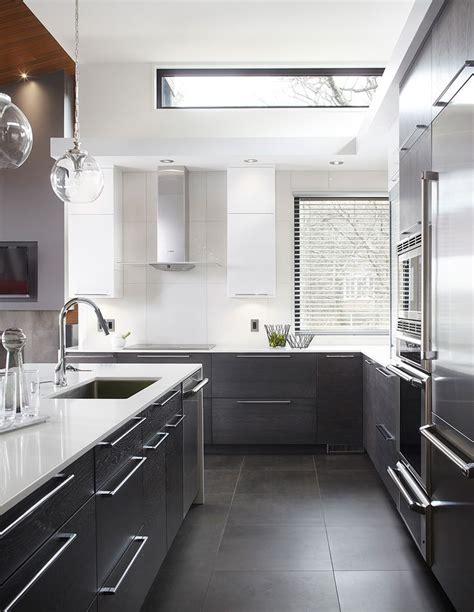 retaper armoire de cuisine 17 meilleures idées à propos de cuisine en chêne sur