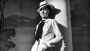 Coco Chanel Bilder : coco chanel mini biography biography ~ Cokemachineaccidents.com Haus und Dekorationen