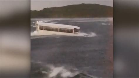 Tourist Duck Boat Sinks by Shows The Last Moments Before The Duck Boat Sinks In