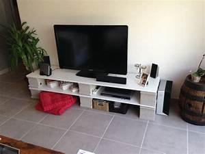 Meuble Tv Original : parpaings planches restantes d 39 un placard un meuble tv original et pratique pour 3 ~ Teatrodelosmanantiales.com Idées de Décoration