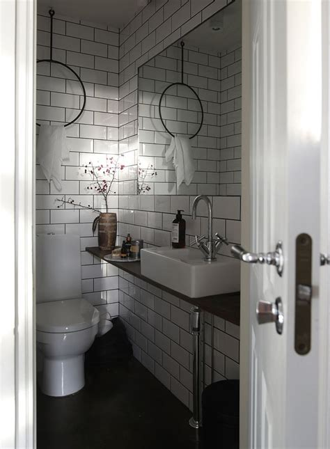 Small Guest Bathroom Ideas by 1000 Ideas About Small Guest Bathrooms On