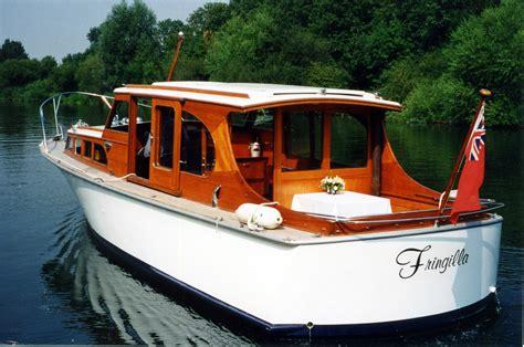Half Cabin Boats Uk by Luxury River Boat Hire In Maidenhead And Staines