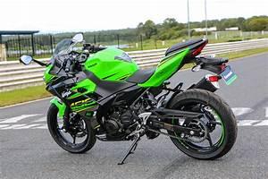 Kawasaki Ninja 400 : review 2018 kawasaki ninja 400 ~ Maxctalentgroup.com Avis de Voitures