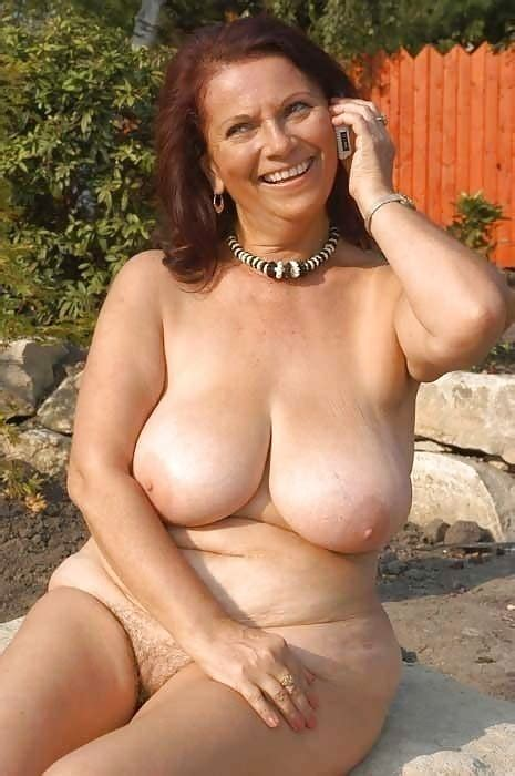 Busty Curvy Mature Milfs Naked In The Garden Pics