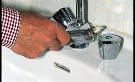comment demonter un robinet mitigeur de cuisine débloquer un robinet grippé