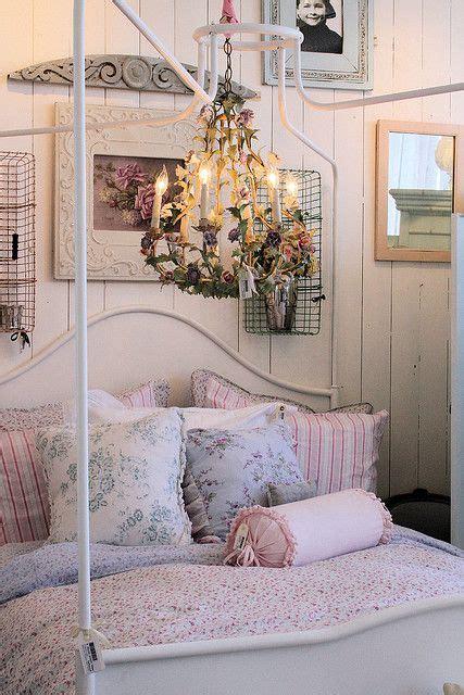 pink shabby chic bedroom 136 best shabby chic bedrooms images on pinterest 16754 | f06cdeab7056e99499da94048895d2f8 shabby chic bedrooms pink bedrooms