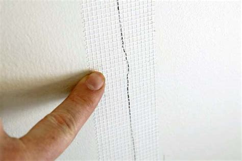 hairline cracks in ceiling and walls cracks in drywall 5 steps to a permanent fix with 3m