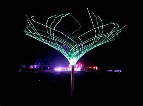 sonumbra solar powered tree lights up the