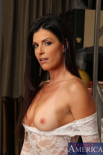 India Summer In A Prowl For A Boner Milf Fox