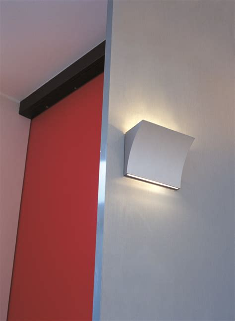direct indirect light wall l pochette up by flos