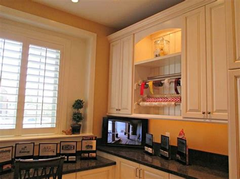 by sherwin williams laundry room paint color