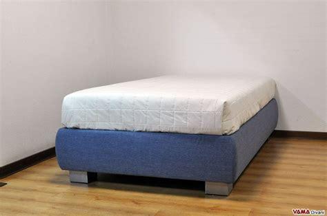 materasso una piazza e mezzo letto con contenitore una piazza e mezza senza testata sommier