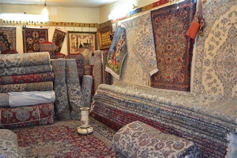 tappeti persiani catania palermo incappucciati e armati entrano a casa