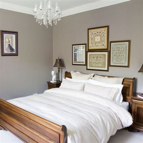 Bedroom Decorating Ideas Uk by Classic Bedroom With A Sleigh Bed Traditional Bedroom