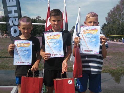 Dundagas vidusskola » Volejbolistu panākumi sacensībās