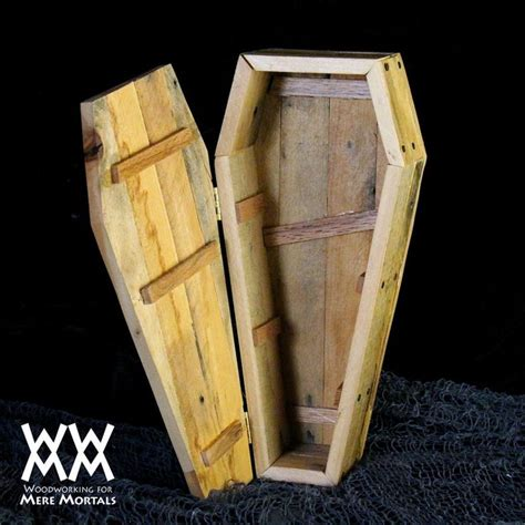 toe pincher coffin candy dish halloween fun easy pallet wood project  video  plans