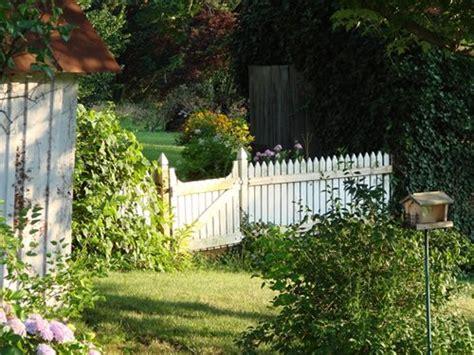 Picket Fences & Arbors For A Cottage Garden Landscaping